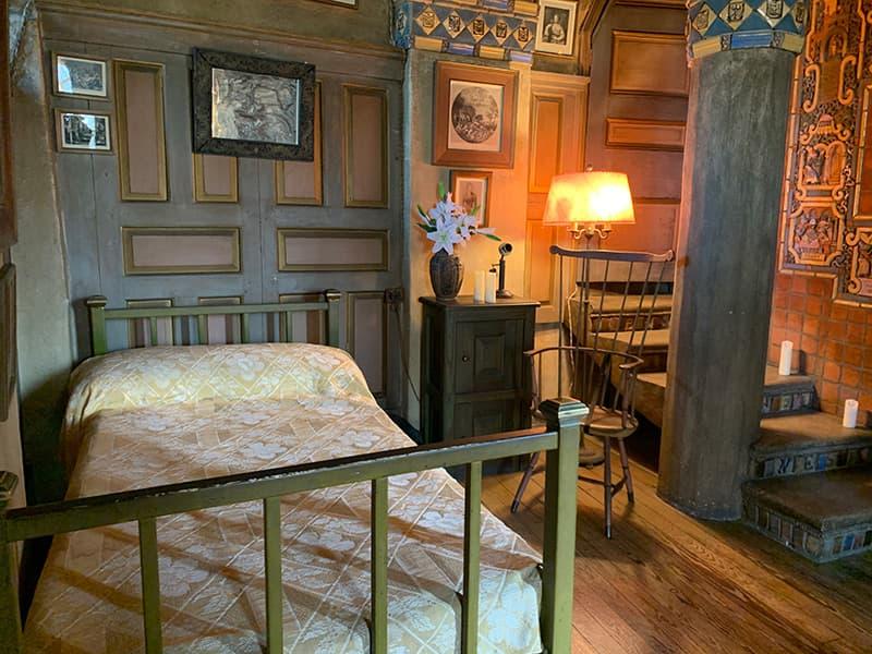 bedroom in Fonthill Castle